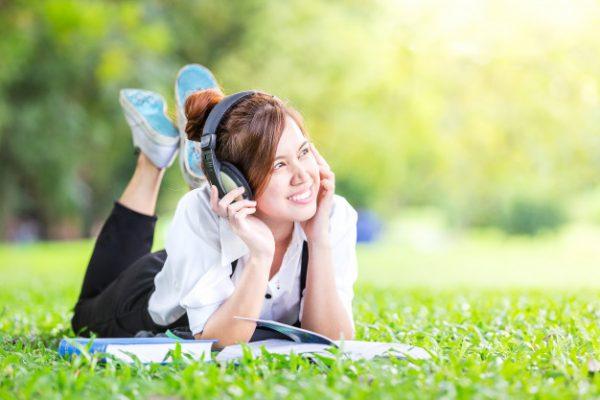 Nghe nhạc nhẹ giúp thư giãn đầu óc, tập trung tinh thần hiệu quả