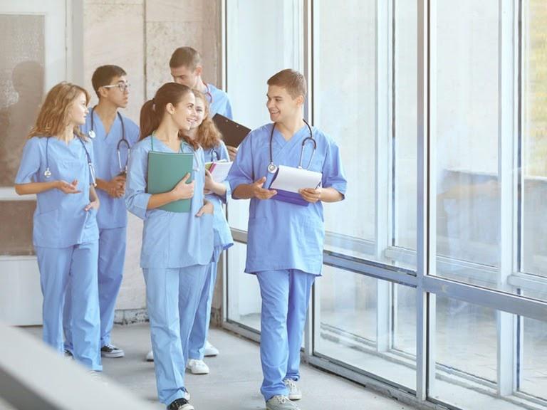 thuận lợi và khó khăn của ngành Điều dưỡng