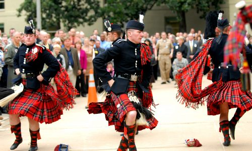 Trang phục đàn ông Scotland có gì đặc biệt?
